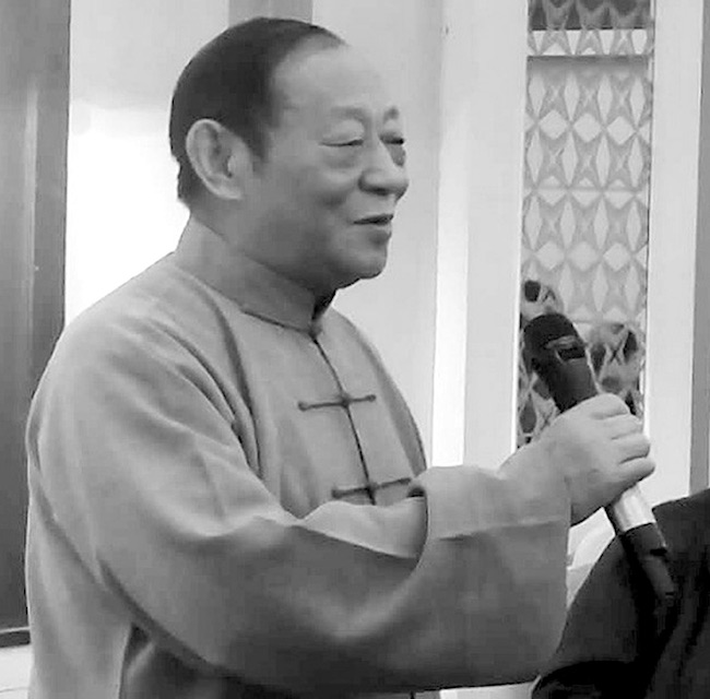 Meister Chen Yong Fu bei einer Gedenkrede